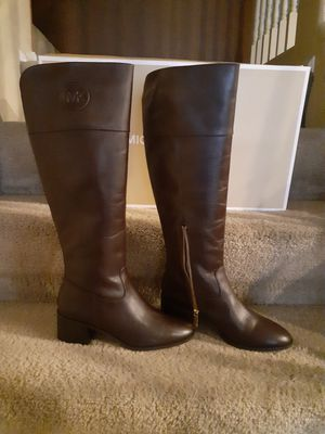Michael kors boots size 8M...color barolo for Sale in Tolleson, AZ