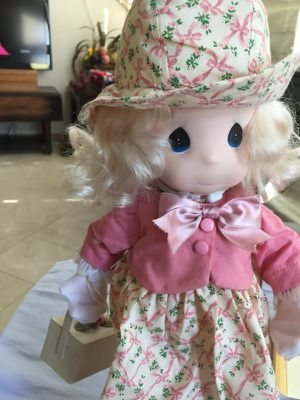 15IN PRECIOUS MOMENTS FRIEND FOR ALL SEASONS DOLL WITH STAND AND TAGS.Blonde hair and blue eyes really pretty doll for Sale in Fort Worth, TX