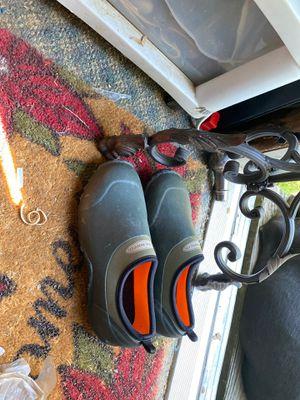 Muck shoes size 6 h men's 7 h women's for Sale in Dalton, GA