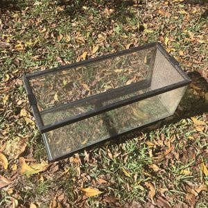 20 Gallon Long Aquarium / Tank with Wire Top And Locks for Sale in Houston, TX