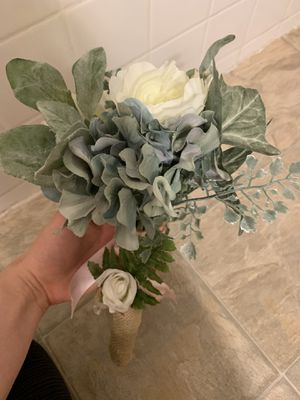 Bouquet and men's corsage for Sale in Menifee, CA