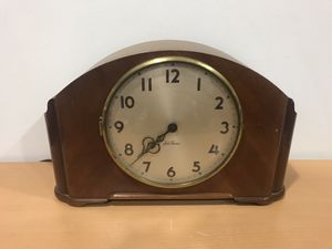 Vintage 1950's Seth Thomas Simsbury 2E Electric Chime Mantle Clock The wood cabinet in in very good shape, with a few small scuffs or scratches. The for Sale in IL, US
