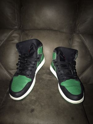 Pine green 1s size 10 for Sale in BVL, FL