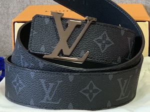Reversible Louis Vuitton belt for Sale in Brooklyn, NY