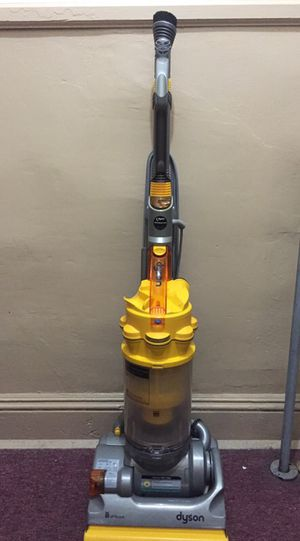 Dyson bagless vacuum for Sale in Yonkers, NY