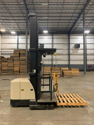 Forklift - 2007 Crown SP 3400 Electric Order Picker for Sale in Jersey Shore, PA