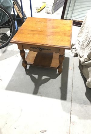 Antique end table for Sale in Gilroy, CA