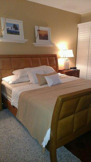 King Size Bedroom set (Brandon Florida) for Sale in Brandon, FL