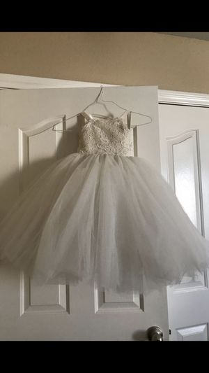 White tulle dress for Sale in Moapa, NV