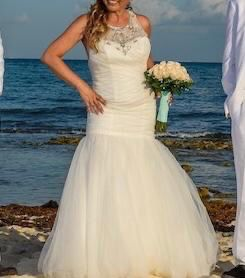 Beautiful Wedding Dress for Sale in San Diego, CA