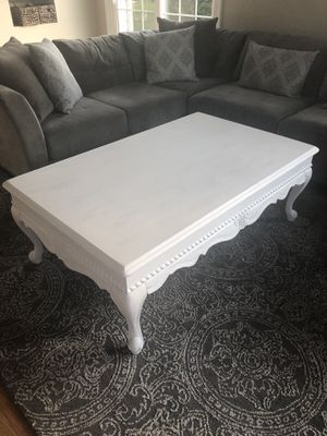 White Solid Wood Coffee table for Sale in Rockville, MD