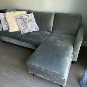Gray Couch for Sale in Los Angeles, CA
