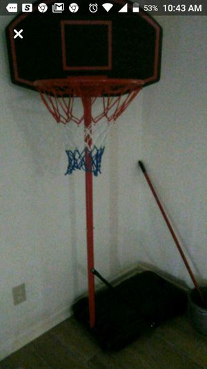 7 ft basketball hoop (adjustable) for Sale in Chesapeake, VA