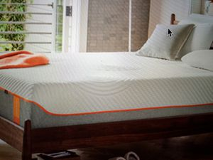 Tempur-pedic Sealy solid memory foam 12 inch thick queen mattress set new for Sale in Kansas City, MO
