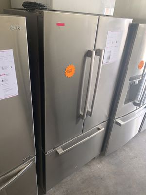JENN-AIR STAINLESS COUNTER DEPTH FRENCH DOOR FRIDGE WATER & ICE INSIDE for Sale in Corona, CA