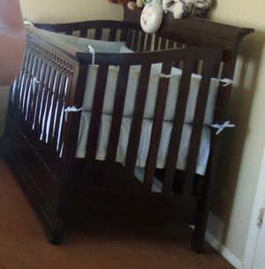 Convertible baby crib and bed with changing table set for Sale in Las Vegas, NV