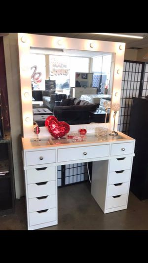 Hollywood vanity makeup with mirror lights. From 299 to 499💄💅👠 for Sale in Chula Vista, CA