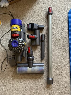 Dyson V8 cleaner for Sale in Providence, RI