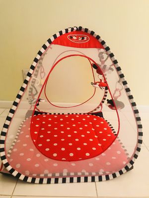 Play tent , pop up -no assembly required for Sale in Boynton Beach, FL