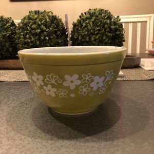 Vintage green and white Pyrex bowl for Sale in Coral Springs, FL