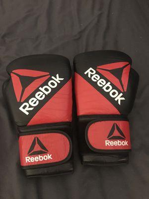 Reebok 14 oz boxing gloves for Sale in Las Vegas, NV