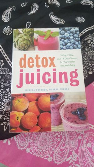 DETOX JUICING BOOK HEALTH AND WELLNESS for Sale in Tracy, CA