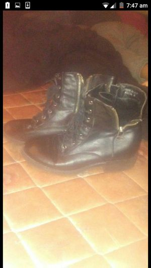 Black zip up boots $10 size 8 for Sale in Columbus, OH