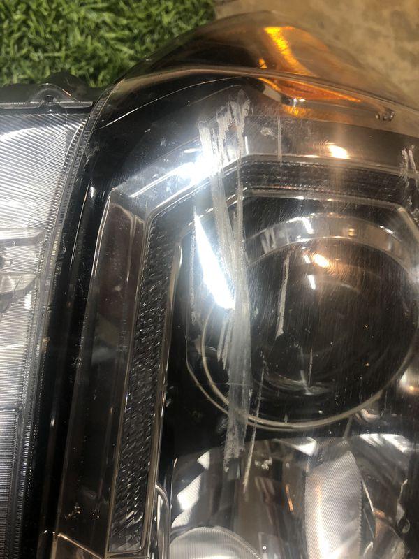 2016 Toyota Tacoma RT headlight