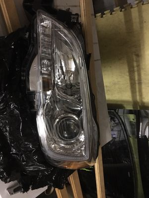 2015-2017 Subaru Legacy front left headlight OEM for Sale in Battle Ground, WA