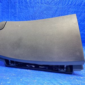 12-18 Hyundai Veloster Glove Box for Sale in Opa-locka, FL