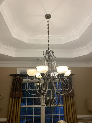 Beautiful large chandelier. for Sale in Hoschton, GA
