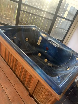 Imperial hot tub for Sale in San Antonio, TX
