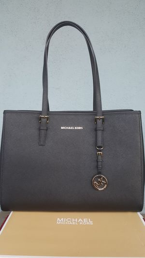 New Authentic Michael Kors Large Tote for Sale in Pico Rivera, CA