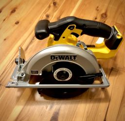 Dewalt Cordless Circular Saw 20v Max Series for Sale in Ravensdale,  WA