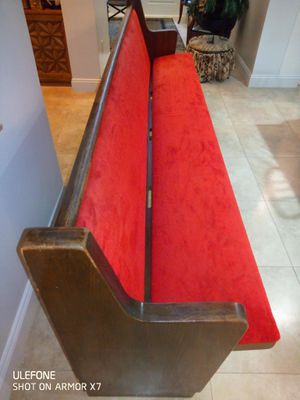 FREE Vintage church pew for Sale in Tampa, FL