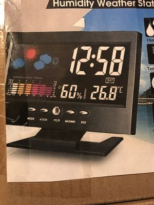 DIGITAL TEMPERATURE HUMIDITY WEATHER STATION, LCD COLOR SCREEN DIGITAL BACKLIGHT SNOOZE, CALENDAR, for Sale in Midwest City, OK