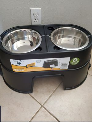 ELEVATED 12 INCH STAINLESS STEEL COMFORT FEEDER for Sale in Inglewood, CA