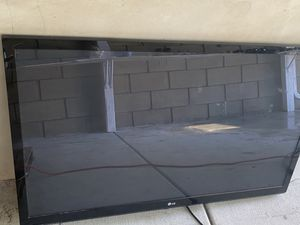 LG TV w/TV mount attached for Sale in Santa Ana, CA