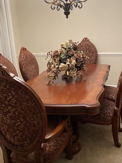 AICO Michael Amini ~ Excelsior Dining Room w/ 3 Leaves!!!!! for Sale in Clermont,  FL