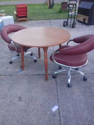 Small kitchen table with 2 rollaway chairs for Sale in Lorain, OH