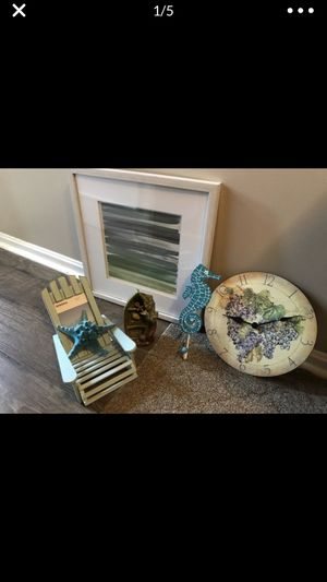 Sea waves picture and matching decorations . All in great condition . for Sale in Mentor, OH