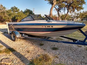 17.9ft boat for Sale in Pipe Creek, TX