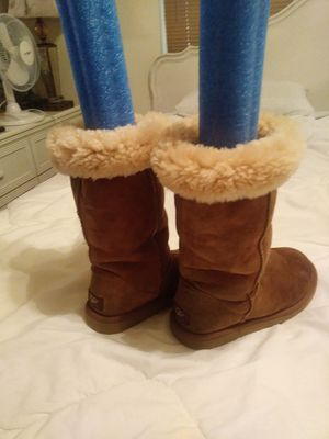 Boots, Uggs size W6 for Sale in St. Petersburg, FL
