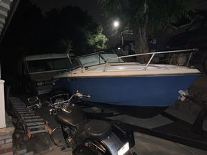 Wellscraft Ski/Fishing boat with Stabbin Cabin and new rebuilt 280 outdrive and very strong V8 Volvo Penta engine for Sale in Hayward, CA