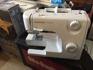 Singer prelude sewing machine for Sale in Allentown, PA