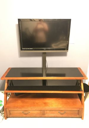 Tv stand and 32 inch television for Sale in Vidalia, GA