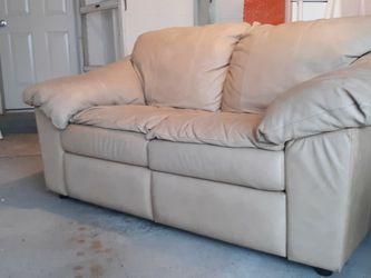 Leather Reclining Loveseat for Sale in Pittsburgh,  PA
