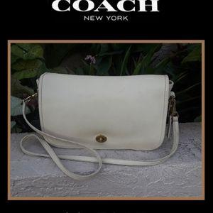 Vintage COACH Leather Crossbody Handbag Purse for Sale in Lake Placid, FL