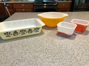 Vintage Pyrex for Sale in Puyallup, WA