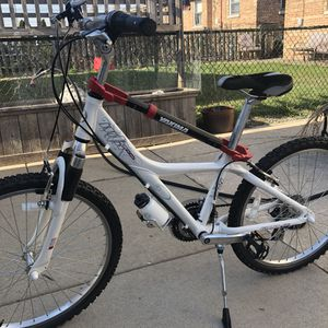 Giant unisex bike. 24 speeds,used just ones. for Sale in Chicago, IL